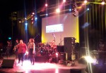 Band + Hallo Verden im Hintergrund 2